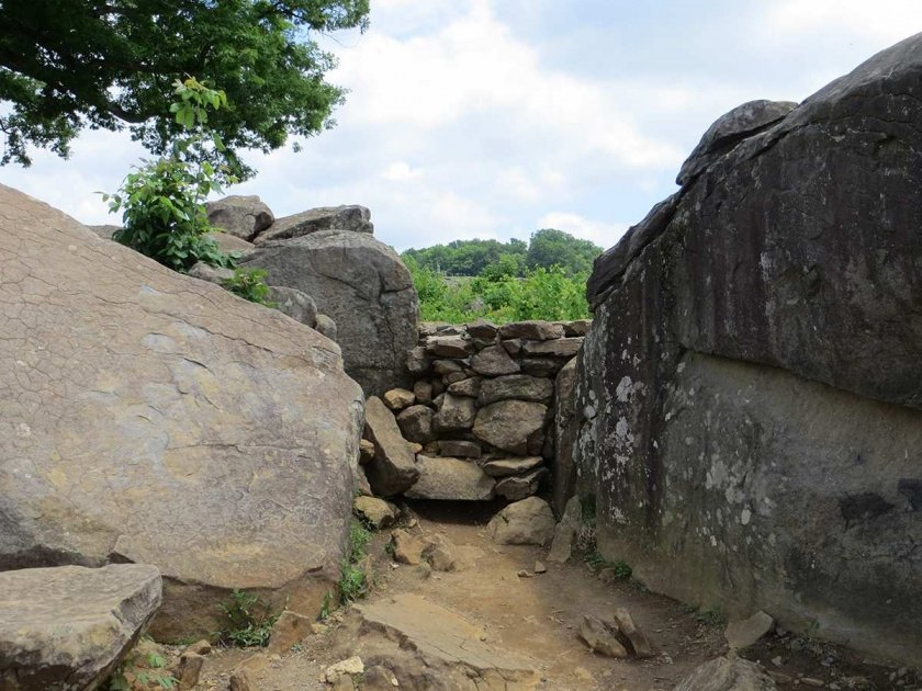 boulders at Devil's Den, view to Little Round Top