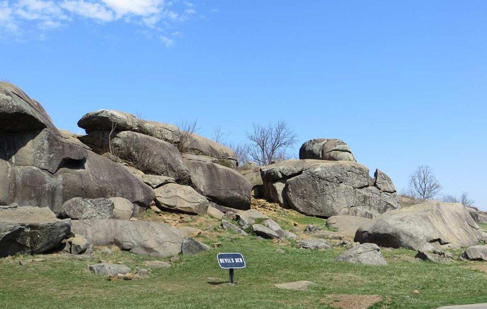 boulders at Devil's Den