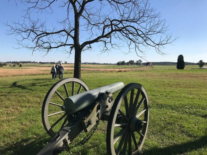Confederate cannon on Seminary Ridge